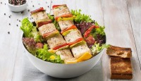 Somonlu Ve Biberli Salata Nasıl Yapılır?