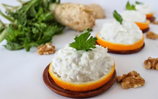 cevizli-kereviz-salatasi-BebekMavisi